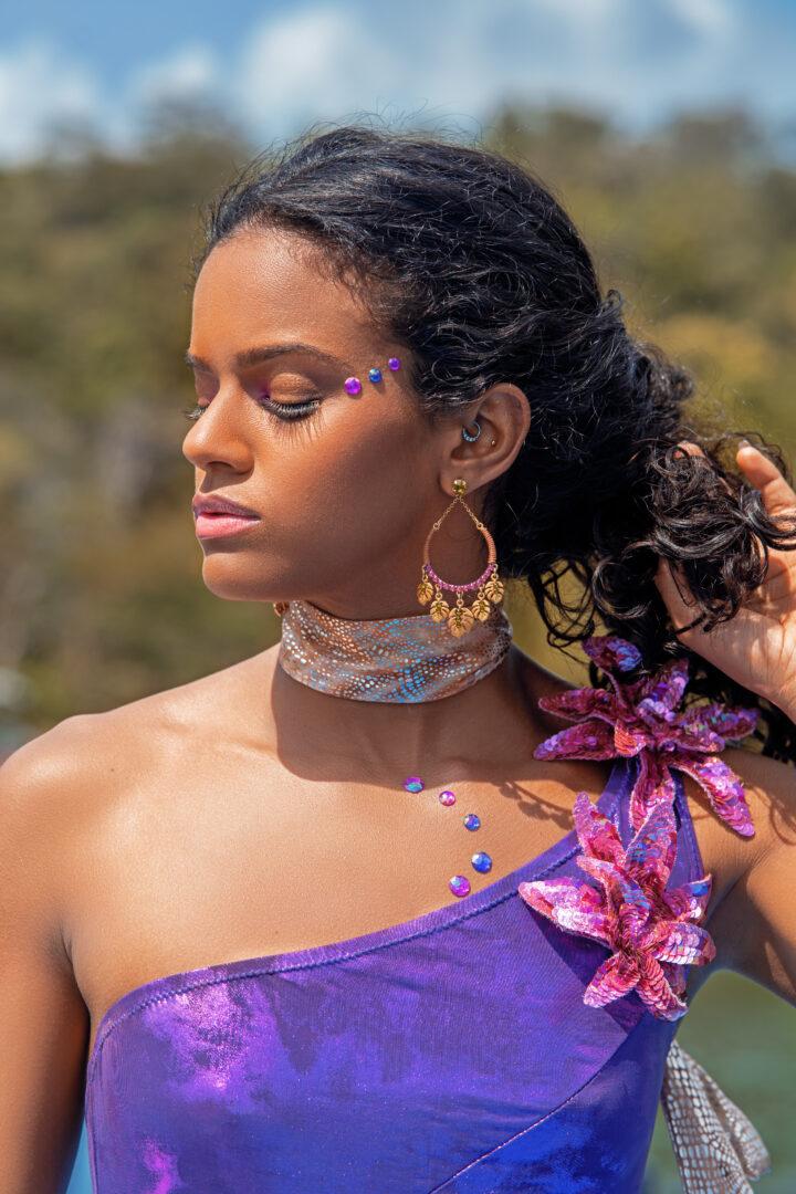 maquillage et maillot de bain pour le festival de Trinidad